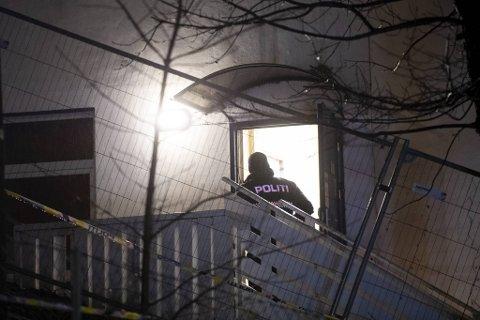 En politimann på åstedet da det ble gjort undersøkelser 14. januar i 2020.