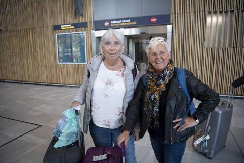 (Fra v.) Randi Moen og Britt Gaustad satt sandfaste i Las Palmas i tre døgn før de endelig fikk fly hjem til Bergen tirsdag ettermiddag. – På flyplassen lå det folk overalt!