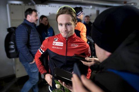 Sverre Lunde Pedersen ligger på 2. plass i VM-sammendraget etter dag en. Bak Patrick Roest.