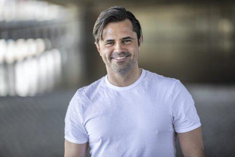 – Jeg er fast ansatt i TV 2 og det sitter langt inne for meg å stikke til en konkurrent, sier TV 2-anker Jan-Henrik Børslid.