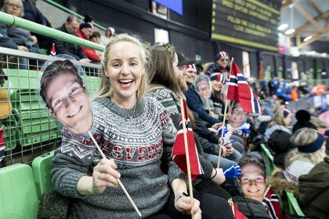 Ingunn Trædal er på plass i Vikingskipet for å heie Sverre Lunde Pedersen frem til VM-medalje. I mai får de sin første sønn.