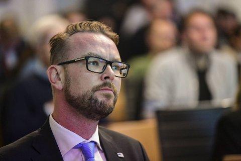 Harald Victor Hove (H) er mildt sagt lite imponert over at byrådet forsøker å legge ansvaret på ham og Høyre for at bompengene blir redusert.