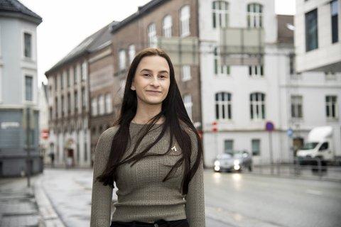 Vivian Eile har hatt en tøff ungdomstid etter at hun fikk kreft som 13-åring. Nå samler hun inn penger til forskning på kreftformer få overlever.
