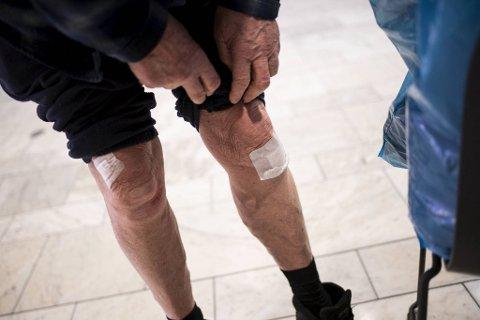 80-åringen slapp fra sammenstøtet med skrekken og noen skrubbsår på knærne.