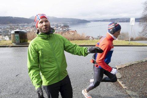 –  Jeg registrerer at det er mer folk på Rundemanen midt i uken enn på en god søndag, sier Thomas Knutsen. Her tar han en pause i Fjellveien ovenfor Mulen.
