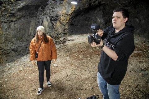 Lise Brasøy (26) og Eirik Daleng (28) ble venner på folkehøyskole i Sunnhordland, og fant fort en felles interesse i å utforske gamle steder med en spennende historie. Så langt har de blant annet besøkt Dale sykehus, fengselsøyen Ulvsnesøy og Halsnøy Kloster.