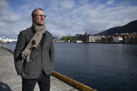 Stefan Larsson er den nye teatersjefen på DNS. Nå opplever han umiddelbar suksess i sine første måneder som teatersjef på Engen.