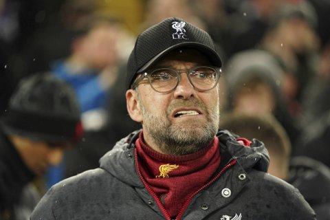 Jörgen Klopp og Liverpool leder Premier League suverent, men rakk ikke å avgjøre før ligaen ble satt på vent.