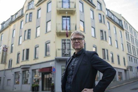 Alle må bidra til å holde hjulene i gang. Når koronakrisen er over må det en nasjonal dugnad til, sier hotelldirektør Kjetil Smørås.