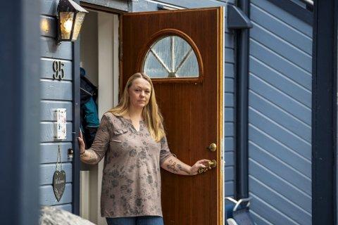Monica Elise Knudsen har selvpålagt karantene, for å ta hensyn til de som er sårbare for koronasmitte.