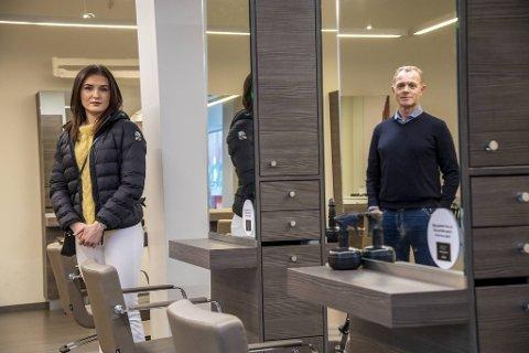 Frisør Tuva Sandal og daglig leder og eier av Visit AS, Espen Sævold, møtte BA i den stengte salongen på Oasen.
