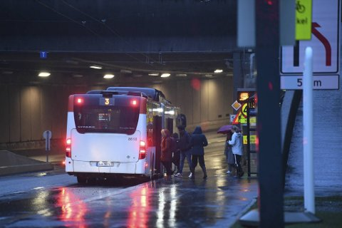Flere reagerer på at bussene til og fra Haukeland er for fulle. Dette bildet ble tatt onsdag kveld, og er et illustrasjonsbilde.