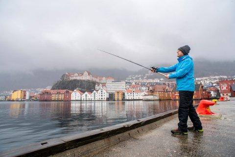 Torsdag prøvde Helge Hellevik fiskelykken på Bontlabo, men fikk ingen fangst.
