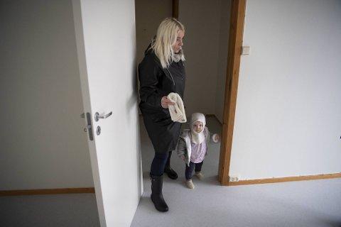Torsdag var Sissel og datteren Astrid (1) på befaring i en kommunal leilighet på Toppe i Åsane.