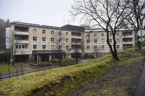 Søndag døde en av de fem korona-smittede på Gullstøltunet sykehjem på Bønes. Sykehjemsledelsen finner ikke ut hvor smitten kommer fra.