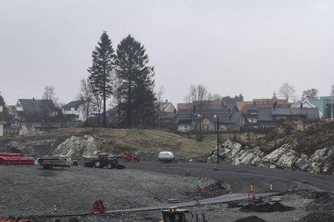 På denne tomten skal den planlagte,2000 kvadratmeter store brannstasjonen i Fana ligge.