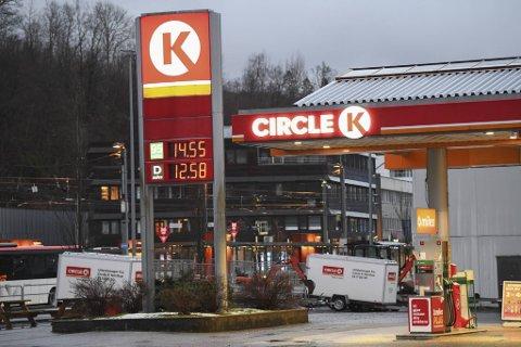 Drivstoffprisene i Bergen er lavere enn på lang tid. Dette var listeprisen på Circle K Nesttun søndag kveld.