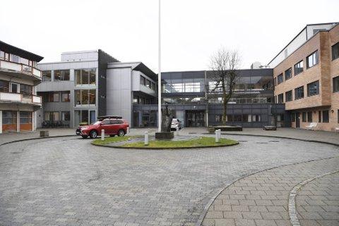 Én person som var innlagt ved Kleppestø sykehjem døde mandag av covid-19.