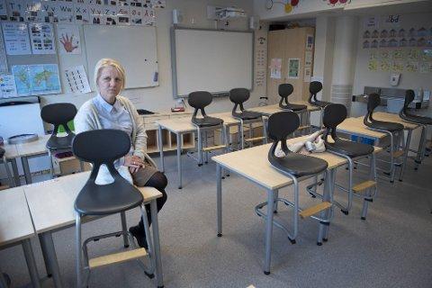 Rektor ved Kirkevoll skole, Kari Eng, mener det er lite realistisk at skolene åpner rett etter påske.