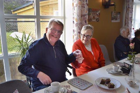 GOD ALDERDOM: Kjell Hjortland og Lilly Eliassen har tro på et system der frivillige kan hjelpe eldre, og samtidig bli belønnet for det. De liker begge å være sosiale, og møtes ukentlig til Onsdagstreff i Storstuen på Melkeplassen. FOTO: BIRGITTE VAKSDAL