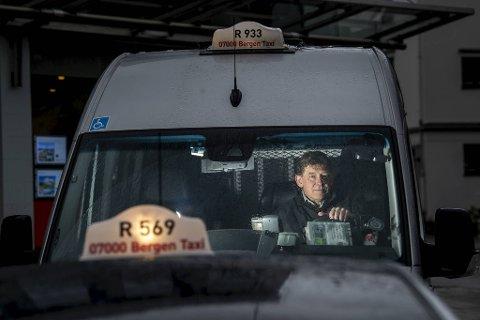 Taxinæringen er oppgitt over at noen utnytter koronakrisen til svart kjøring. – Pirattrafikk er nå blitt et så stort samfunnsproblem at noe må gjøres, sier Bergen Taxi-direktør Jan Valeur.