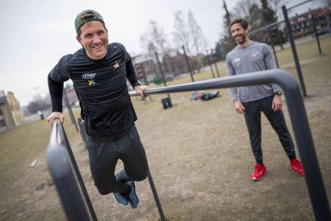 Tokyo-OL er utsatt som følge av situasjonen rundt koronaviruset. Nå er det usikkert om de norske medaljehåpene Kristoffer Brun (t.v.) og Are Strandli ror sammen i sommerlekene i Japan neste år.