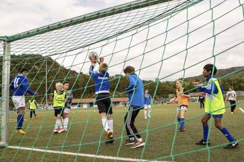Lokalfotballen er så vidt i gang igjen. Men det er store variasjoner i hvilke treninger de lokale klubbene har startet opp med. Bildet er fra en Tertnes-trening tatt før korona-krisen.