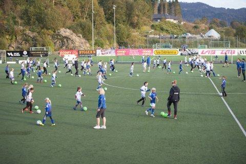 199 idrettslag i Vestland har meldt inn tap på 86,5 millioner i tapte inntekter i Norge Idrettsforbund kartlegging. Nå håper idrettskretsen at enda flere melder fra.