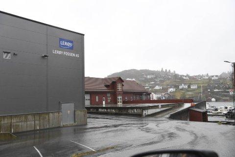 Alle de ansatte ved Lerøy Fossen i Valestrandsfossen på Osterøy er blitt bedt om å holde seg hjemme etter koronautbrudd på fabrikken.