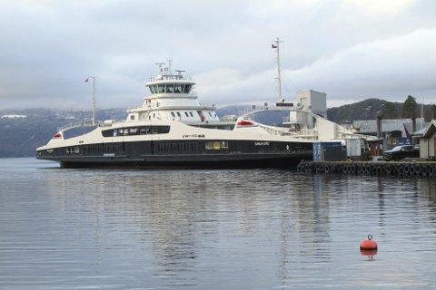 Som den fergeentusiasten han er, var ikke Harald Sætre langt unna da den nye hybridfergen «Samlafjord» tidligere i vinter endelig kunne ta i bruk fergeleiet i Jondal. Det var for lite, da den kom første gangen.
