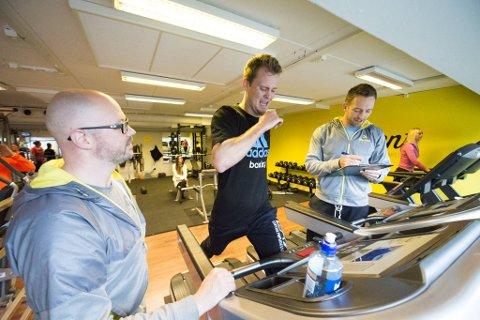 Fysioterapeut og personlig trener Espen Kolderup (til v.) verker etter å kunne gå på jobb igjen. Her sammen med bokseren Tim-Robin Lihaug og Christian Marthinussen i 2015.