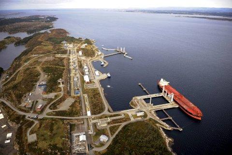 Stureterminalen er en olje- og gassterminal og viktig utskipningshavn for råolje og gass i Øygarden kommune. Råoljen kommer fra Oseberg- og Granefeltet via en 212 km lang rørledning. Bildet er fra 2011.