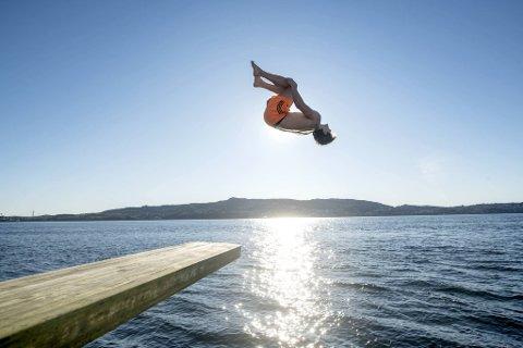 Morten Reiersen hopper fra stupebrettet på Helleneset.