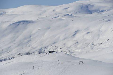 Fredag åpnet skianlegget i Myrkdalen igjen etter å ha vært stengt siden 12. mars. I helgen var syv heiser i gang og 17 av 22 løyper åpne.
