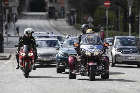 «Likevel MC» har rundt 100 medlemmer og sin base i Bergen. Her kjører styremedlem Kjell Ove Oppedal sin egen motorsykkel, mens Hein Kvalheim har med seg sønnen, Kristen på «Likevel MC» sin spesialtilpassede Honda Goldwing.