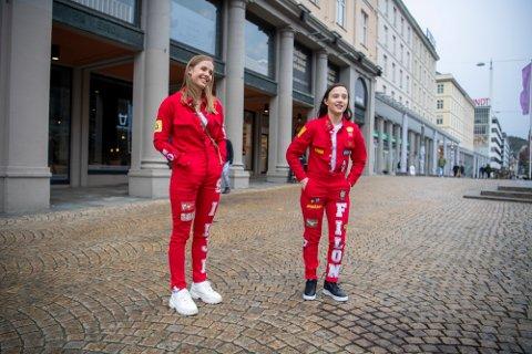 BA traff Silje Tvedt (19) og Katherine Vera Filon (18) på Torgallmenningen.