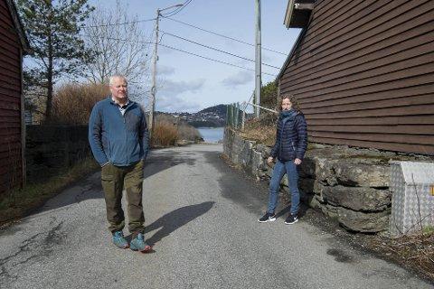 Pål Kongsgården, Hilde Rief Armo  og naboene på Stamsneset reagerer på trafikksikkerheten på Grimstadvegen. Boligfeltet deres fungerer  som eneste tilkomstvei for et stort industriområde.