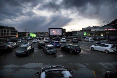 Slik så det ut på drive in-kinoen fredag kveld.