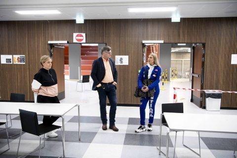 Rektor Rolf Arve Haugstvedt kunne i dag ønsker flere elever tilbake på skolen.
