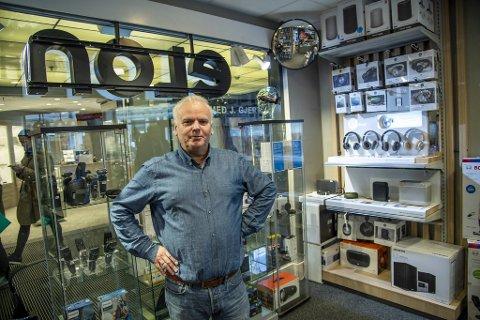 Rainer Fredriksen, daglig leder ved Elon på Galleriet. Sammen med konen har han drevet butikken i over 30 år.