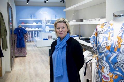 Butikkeier Leni Strindberg ser lyst på fremtiden.