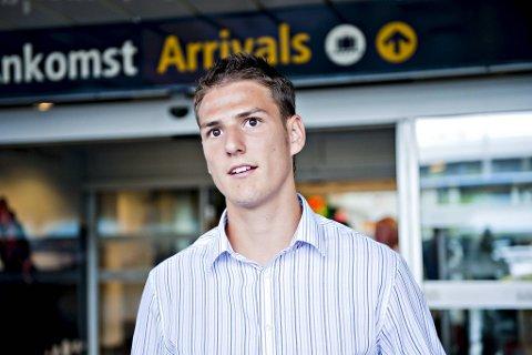 Ungarske Zsolt Korcsmár har fått opphevet kontrakten med danske Midtjylland på grunn av kneskade.