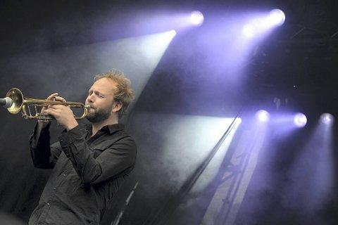 Mathias Eick er en av Norges fremste jazzmusikere. Han og bandet skulle egentlig ha spilt Miles Davis' meterverk «Kind of Blue» på årets Nattjazz. Da festivalen ble avlyst sørget Festspillene for at tonene fra 1959 likevel blir å høre fra Bergen.