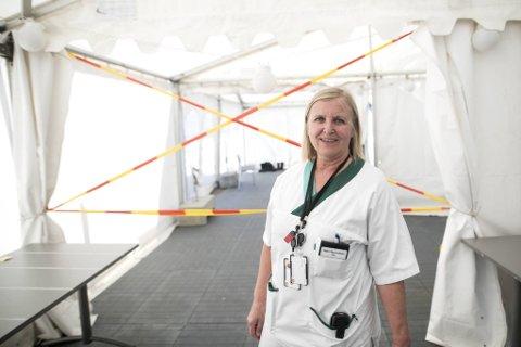 Legevaktsjef Dagrun Linchausen oppfordrer folk med luftveissymptomer til å teste seg for korona.