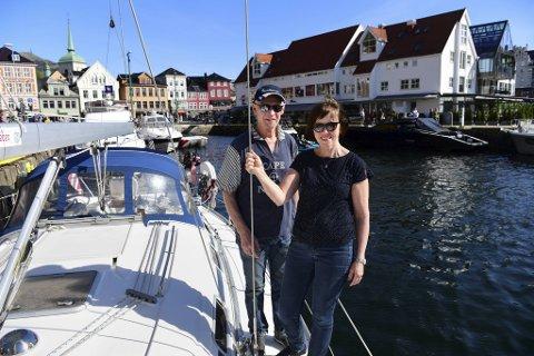 Erling Myrseth og Marit Grønning har aldri angret på at de gikk fra motor til seil.