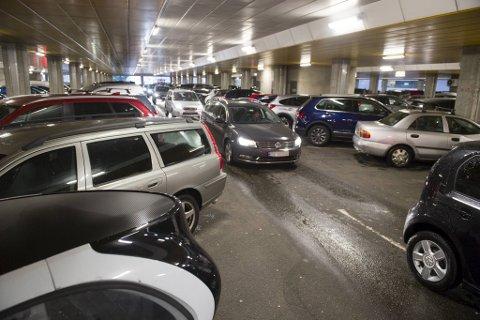 Nå skal besøkende på Haukeland slippe bommer og betalingsautomater når de skal parkere. (Arkivfoto)