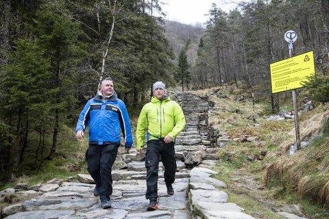 Tom Carlsen (t.v.) og Torgeir Helland er fullt klar over at de helst ikke skal gå nedover, men forsikrer at de tar tar ordentlig hensyn til de som går oppover.