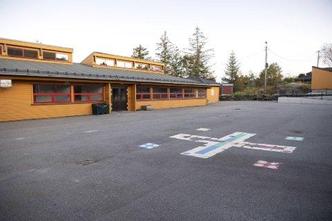 Tveit skole på Askøy er en av skolene som nå skal bruke fredagen og mandag på å forberede seg på en gjenåpning.
