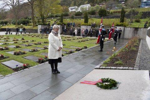 Ordfører Marte Mjøs Persen (Ap) holdt sin tale foran et 50-talls fremmøtte. På grunn av koronapandemien ble det et spesielt 8. mai-jubileum.