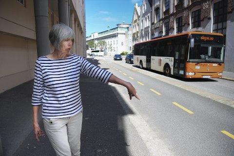 NON STOP: Her går det ikke an å stoppe, ikke engang for en drosje, konstaterer Inger Wolff. FOTO: RUNE JOHANSEN